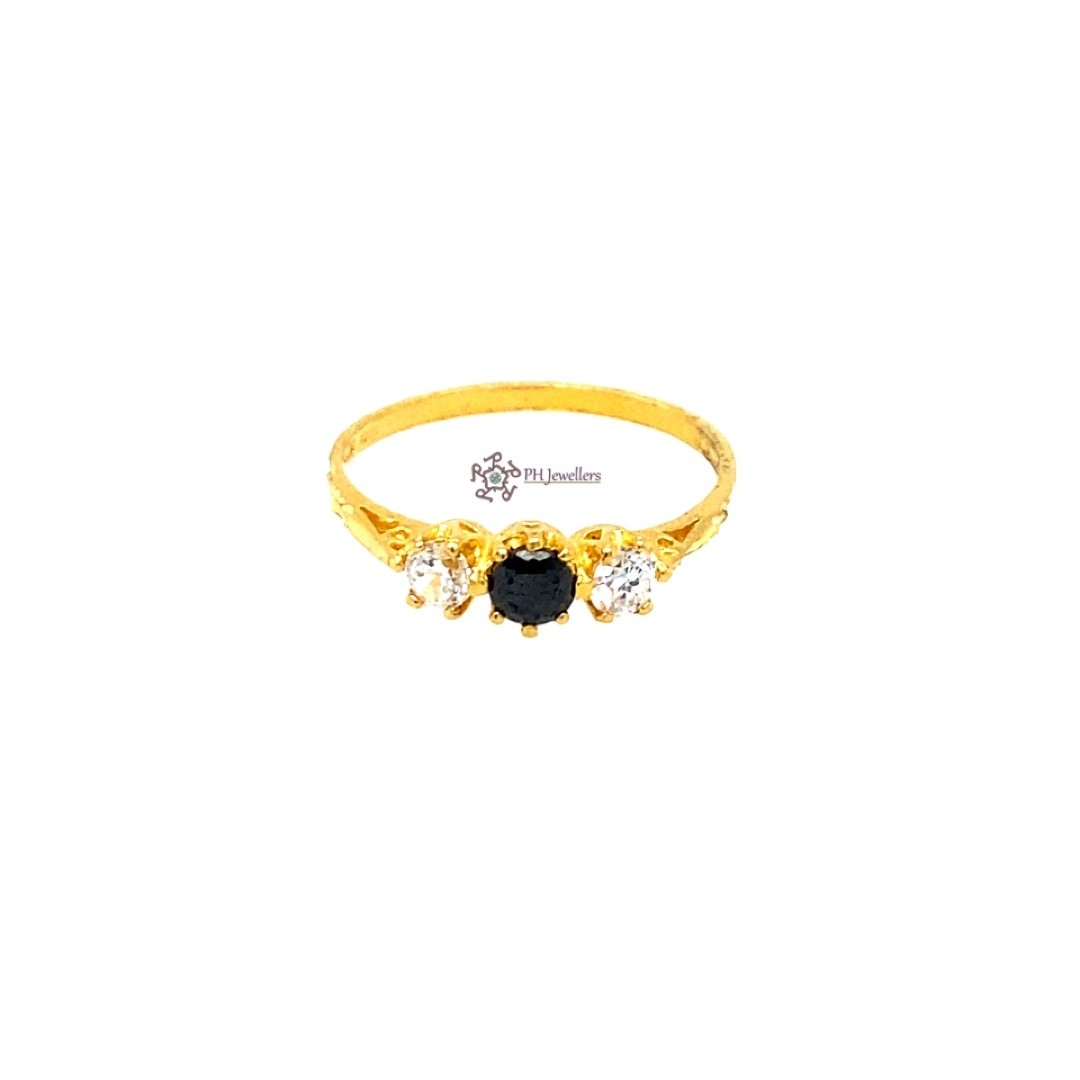 22ct 916 Indian Yellow Gold Ring with Black and White CZ Size M SR210