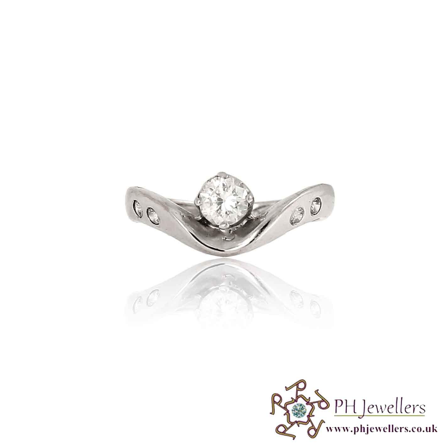18CT 750 White Gold Wishbone Ring CZ Size L WGR10
