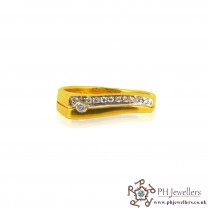 18CT 750 Hallmark Yellow Gold Diamond Size L 1/2 Ring DR3
