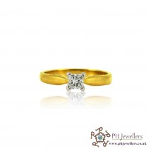 18ct 750 Yellow Gold Hallmark Engagement Ring Diamond Ring  Size M DR 50